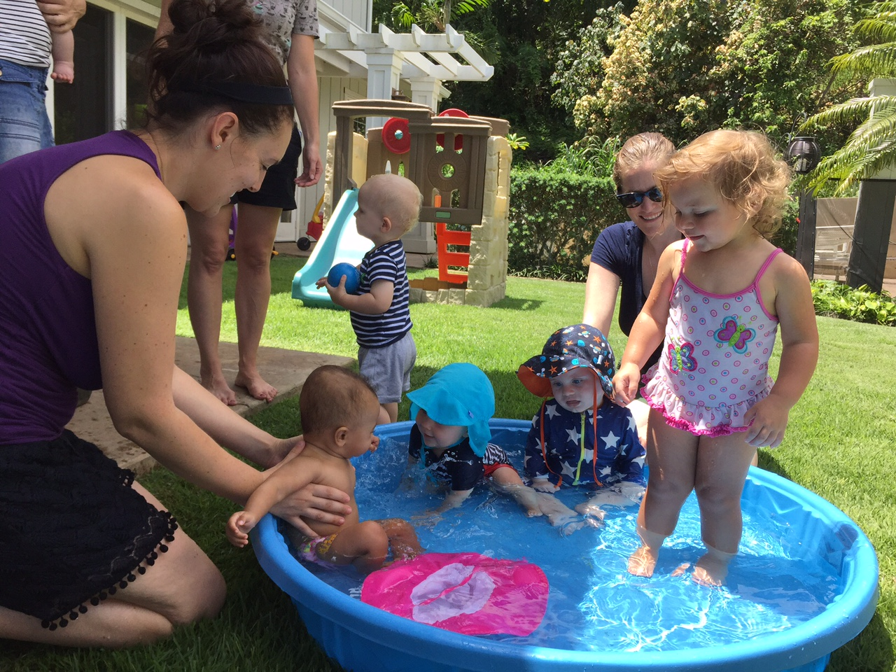 toddlers-and-moms-around-pool